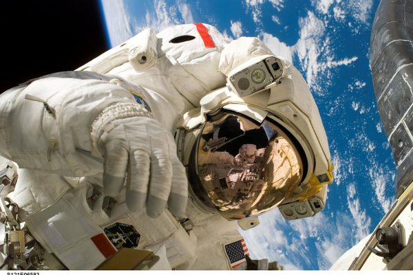 На какво мирише космосът и още любопитни неща от света